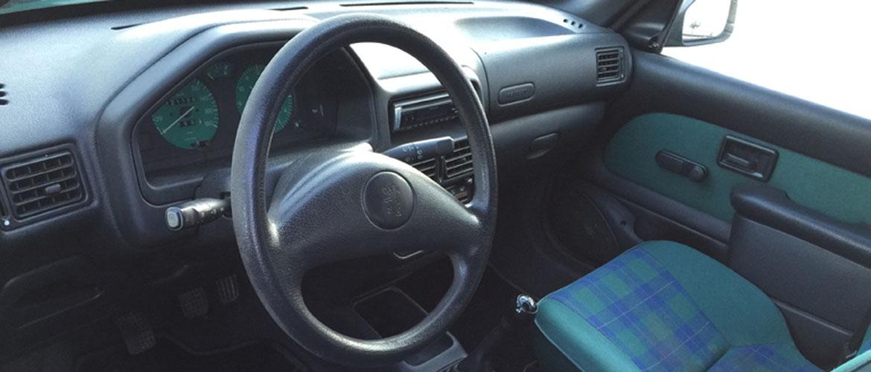 Pour bien acheter une voiture d' occasion, examiner l'intérieur